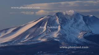 冬の浅間山の夜明け