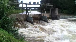 preview picture of video 'Schleuse Olching Hochwasser'