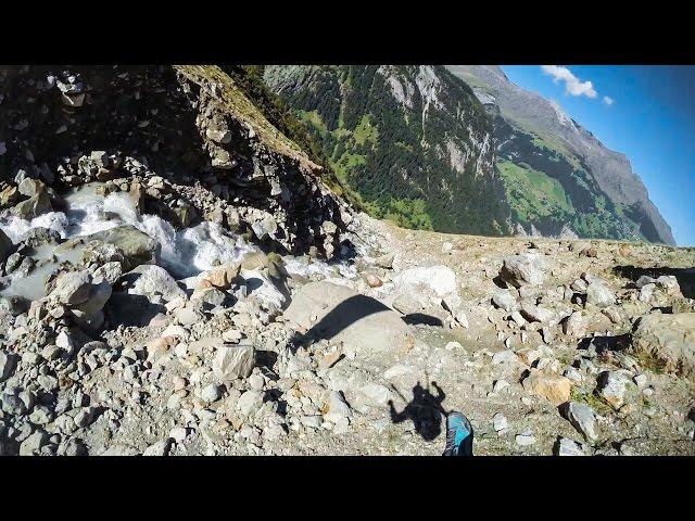 sportourism.id - Aksi-Ekstrem-Speedflying-di-Pegunungan-Alpen