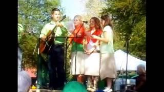 The Bates Family Singing Live, TV Theme Song of United Bates of America, Lawson, Erin, Alyssa, Tori