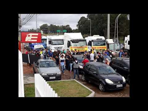 Justiça determina multa de R$ 100 mil caso caminhoneiros bloqueiem rodovias