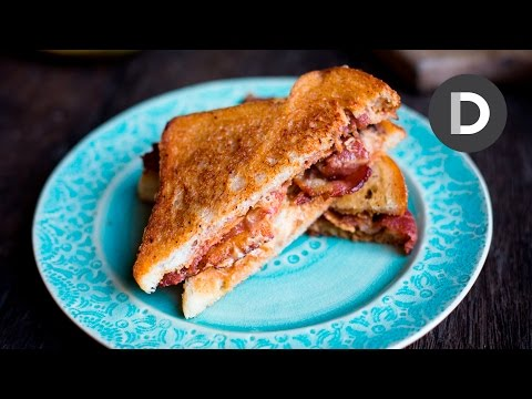 THE ELVIS: Bacon, Peanut Butter & Banana Sandwich!