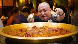 【吃货请闭眼】成都排队最长的火锅店!毛肚鸭肠超新鲜!麻辣鲜香太过瘾!