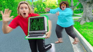 FOUND TIME MACHINE GADGET hidden SHARER FAM HOUSE ESCAPE ROOM (Mystery Neighbor Twins FACE SPOTTED)