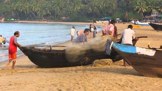 2013-11-28 Moving a boat on Patnem beach