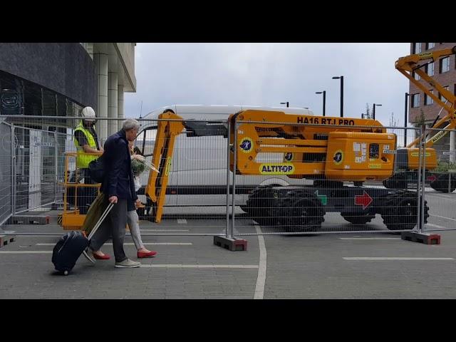 Xe cầu trục tiện ích cho công trình xây dựng nước Bỉ