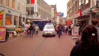 preview picture of video 'Politie en Ambulance haarlemmerstraat(winkelstraat) leiden. Mogelijk hartproblemen.'