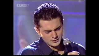 "Darius Campbell singing ""Make it Easy on Yourself'"""