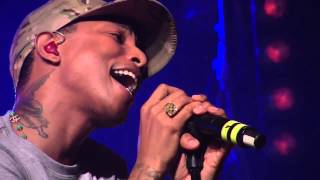 Daft Punk - Get Lucky ft. Pharrell Williams (First Live Performance HD @ HTC live)