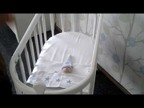 Как безопасно заправить постель новорожденного.