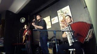 Video Tři Vykřičníky - Věřím lžím | Live 21.4.2017