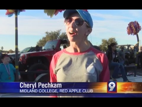 Red Apple Club in MC Homecoming Parade