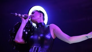 Katy Perry - Tsunami (Witness The Tour, Vancouver)