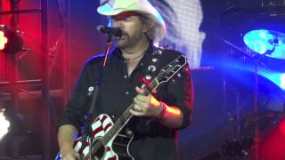 Courtesy of the Red, White and Blue (The Angry American) - Toby Keith (Live)