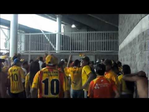 """""""LOBO SUR PEREIRA Deportivo Pereira 3 vs 1 Uniautonoma 28 octubre 2012"""" Barra: Lobo Sur • Club: Pereira"""