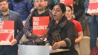 Seattle City Councilmember Kshama Sawant confronted about ethics investigation