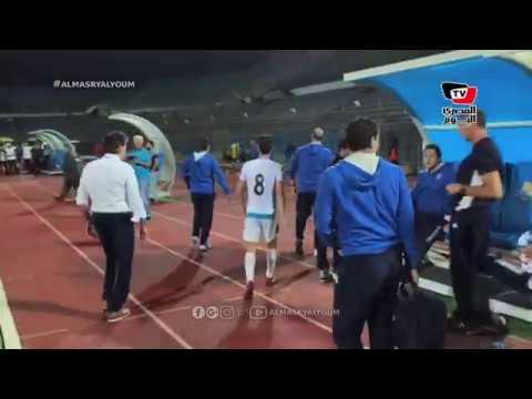 لاعبو «بيراميدز» يهنئون هادي خشبة عقب فوزهم علي طنطا في كأس مصر