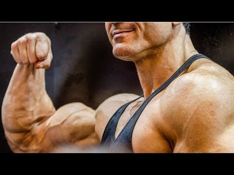 Le bodybuilding de la compétition de la femme