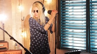 The Kills perform Heart Of A Dog in the 6 Music Live Room