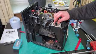 Kaffeemaschine Gehäuse abbauen (zerlegen) Siemens EQ.6 plus S400 Kaffeevollautomat Anleitung