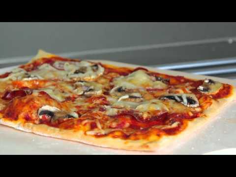 Pizza schneiden wird zum Kinderspiel mit dem Original Pizzamesser - jetzt auch mit Gravur