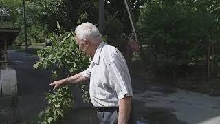 Отец рядом со своим домом в Новочеркасске (пос. Донской).