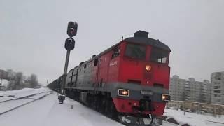 Тепловоз 2ТЭ10М-0382 с грузовым составом прибывает в Архангельск