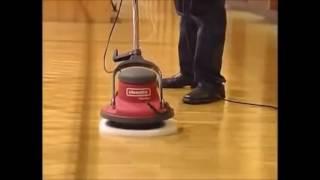 Fußboden Poliermaschine ~ Schließen sie herauf blaue poliermaschine auf dem boden stockfoto