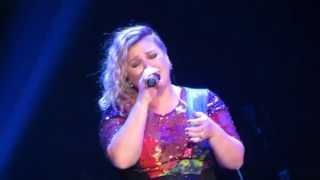 "Kelly Clarkson - ""If It Makes You Happy"" (Sheryl Crow) Chicago 8/1/15"
