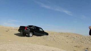 preview picture of video 'Chevy Avalanche easy up and down on Mutla Ridge Kuwait'