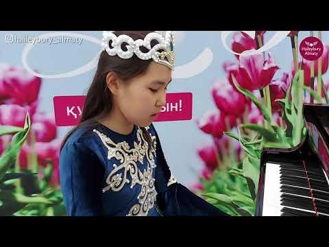 "Ученица 5 класса Аяжан исполняет песню Абая  ""Көзімнің қарасы"""