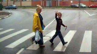 Смотреть онлайн Подборка: Дети-пешеходы благодарят водителей