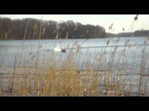 F1 RC Boot mit Senkrechtstart. Ritt auf dem Propeller in slow motion !!!