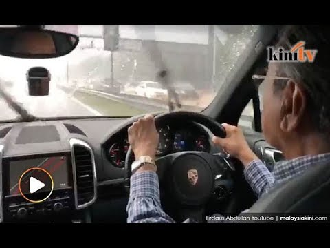 'Old man' Mahathir shows off driving skills