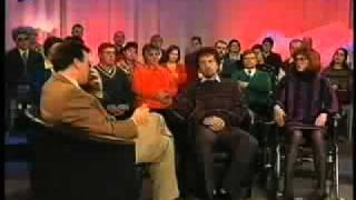 Ведущий смеётся в прямом эфире