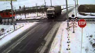 Самое жуткое ДТП - Два поезда разорвали фуру, Казахстан