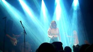 CSS - Beautiful song (Live @ Tavastia, Helsinki 17.11.11)
