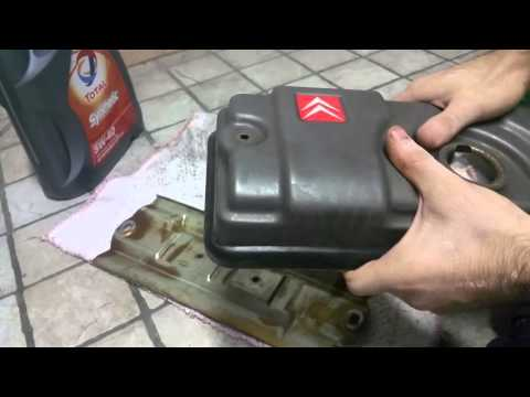 Sostituzione guarnizione punterie + cambio candele e filtro aria su Citroen Saxo
