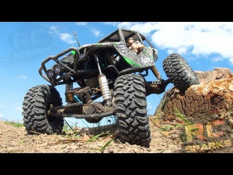 RC ADVENTURES - Axial Wraith - Bashing, Rock Crawling, & Smashing The Trail