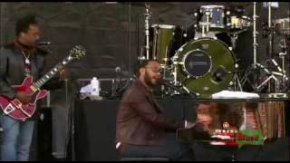 The Roots & John Legend - Wake Up Everybody (Live in Brooklyn)