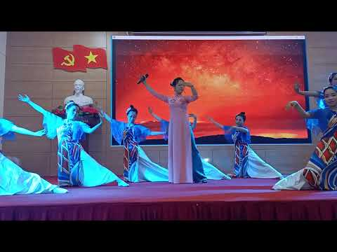Tiết mục hát Khát vọng - Phạm Minh Tuấn (hội thi cô giáo tài năng duyên dáng)
