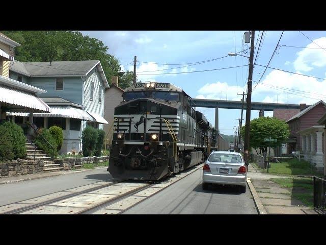 Norfolk-southern-railway-street-running
