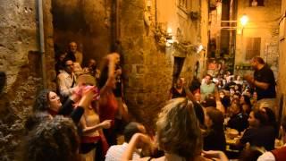 preview picture of video 'Compagnia SciaraBballo improvvisazione   Fermenti 2011@Cantine Spazi Aperti@Genazzano'