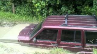 preview picture of video 'Jeep Cherokee Fail upon Diving into mud pool in Puerto Rico'