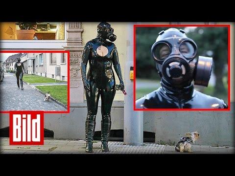 Latex-Frau geht mit Hund Gassi und Gas-Maske - Fetisch, einfach geil!