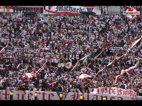"""""""HINCHADA DE LIGA DESPIDE AL QUITO..."""" Barra: Muerte Blanca • Club: LDU"""