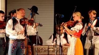 Zpěváci Horňácka: Jiřinka Miklošková a muzika Mirka Minkse (www.SlovackoDNES.cz)
