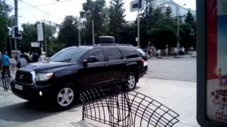 У Сумах кортеж Порошенка проїхався пішохідною вулицею на шаленій швидкост