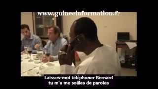 Autour d'un dîner accompagné de vin rouge, le professeur Alpha Condé et Bernard Kouchner