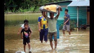 Over 100 people evacuated after flash floods in Melaka